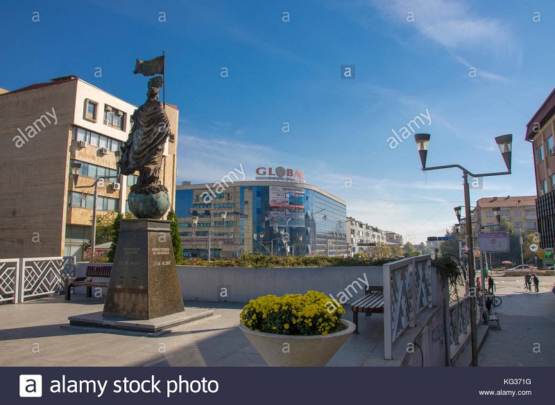 strumica-city-center-macedonia-monument-global-trade-center-KG371G